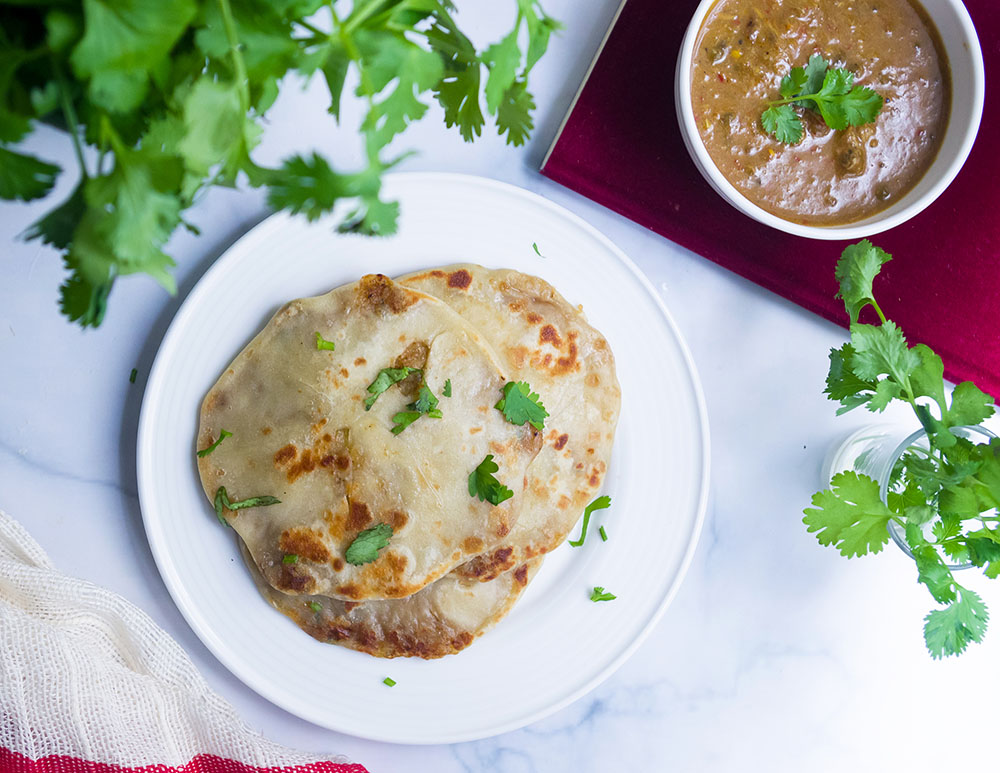Aloo Paratha (Indian Flatbread stuffed with Potato)