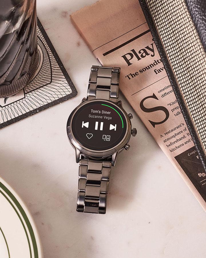fossil gen 5 smartwatch swimproof speaker